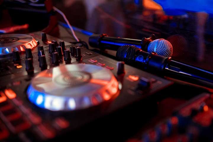 The Difference Between a Professional DJ and a Beginner DJ